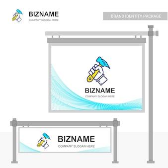 Diseño del tablero de la compañía con martillo logo vector