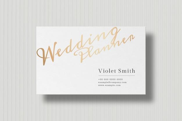 Diseño de tarjeta de visita de lujo en tono blanco y dorado.