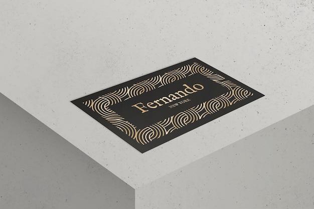 Diseño de tarjeta de visita de lujo en tono negro y dorado.