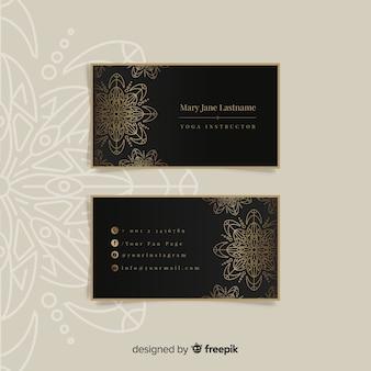 Diseño de tarjeta de visita de mandala y de lujo