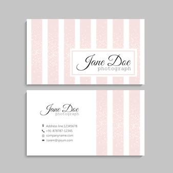 Diseño de tarjeta de visita rosa claro