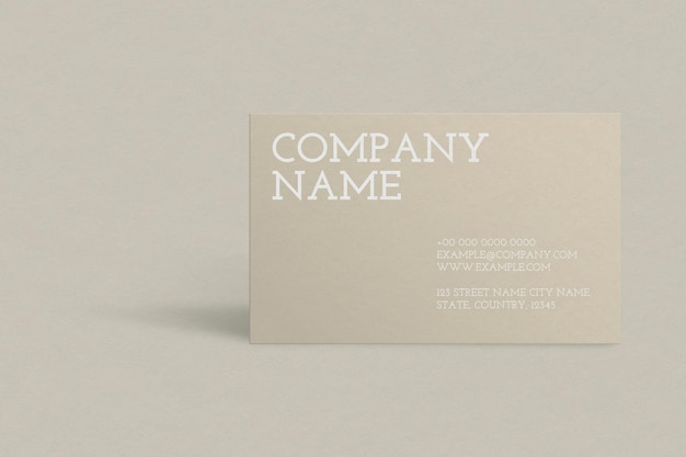 Diseño de tarjeta de visita en tono dorado.