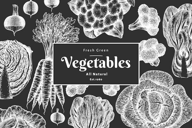 Diseño de verduras boceto dibujado a mano. plantilla de banner de vector de alimentos orgánicos frescos. fondo vegetal vintage. ilustraciones botánicas de estilo grabado en pizarra.