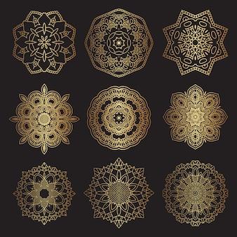 Diseños decorativos de mandala en oro y negro.