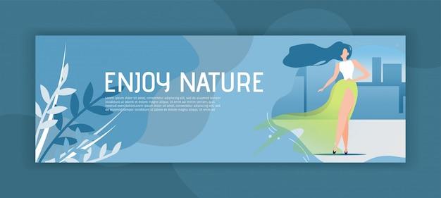 Disfrute de la naturaleza encabezado banner con mujer de dibujos animados plana en vestido elegante