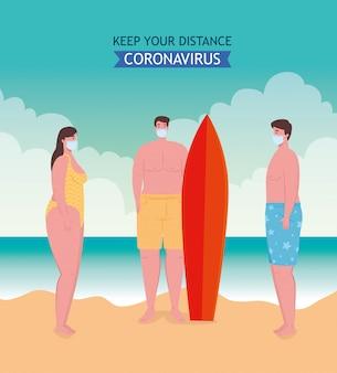 El distanciamiento social en la playa, los jóvenes que usan una máscara médica mantienen la distancia, el nuevo concepto normal de playa de verano después del coronavirus o covid-19