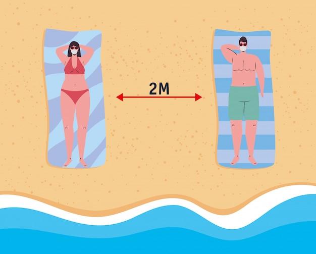 Distanciamiento social en la playa, pareja con máscara médica acostada bronceada, nuevo concepto de playa normal de verano después de coronavirus o covid 19
