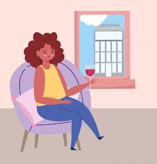 Distanciamiento social restaurante o cafetería, mujer sola con copa de vino