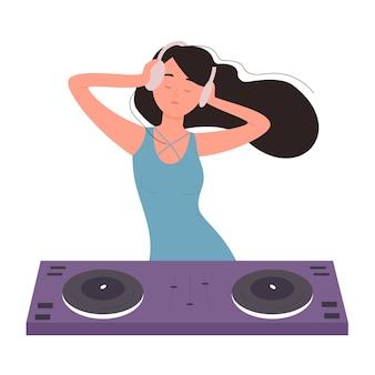 Dj hermosa joven en la ilustración de la fiesta musical. personaje de dj de niña femenina con mezclador de tocadiscos haciendo música contemporánea en club nocturno, disco giratorio.