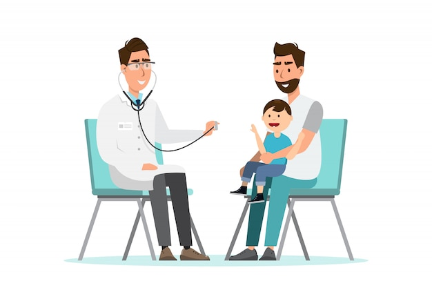 El doctor escucha el estatoscopio respiratorio para un niño que se sienta en el regazo de su padre