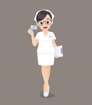 Doctor o enfermera de la mujer de la historieta que lleva los vidrios marrones en el uniforme blanco