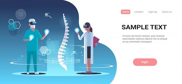Doctores pareja con gafas digitales realidad virtual columna vertebral humano órgano anatomía médico vr auriculares