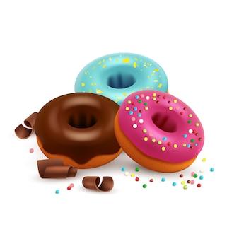 Donuts glaseados con bombones de colores y chocolate aislado sobre fondo blanco.