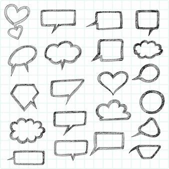 Doodle discurso en blanco chat burbujas mano dibujar boceto