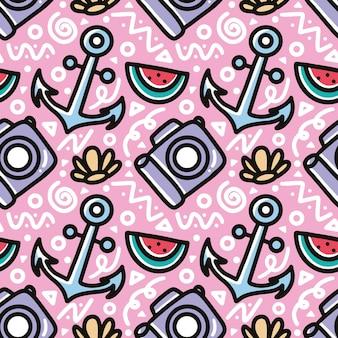 Doodle patrón de dibujo a mano de vacaciones de verano con iconos y elementos de diseño