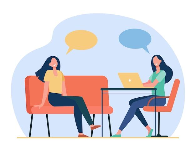 Dos amigos hablando, sentados y usando la computadora portátil. bocadillo de diálogo, silla, computadora ilustración plana