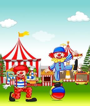 Dos bufones actuando en el parque de atracciones.