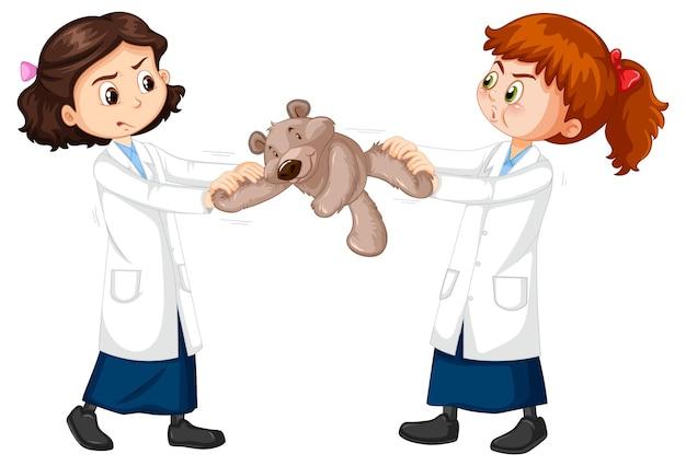 Dos chicas científicas peleando por un osito de peluche