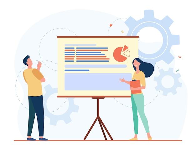 Dos colegas analizando el trabajo juntos