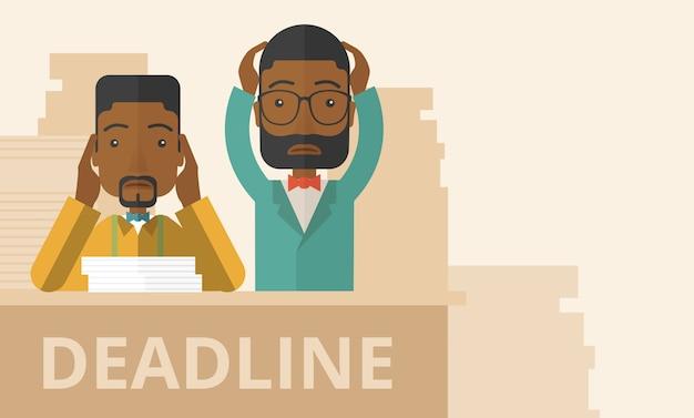 Dos empleados afroamericanos estresados.