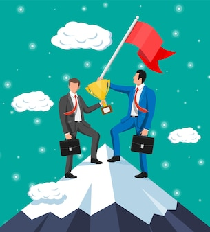 Dos empresarios de pie en la cima de la montaña con bandera y trofeo. símbolo de victoria, misión exitosa, meta y logro. ensayos y pruebas. gana, éxito empresarial. ilustración vectorial plana