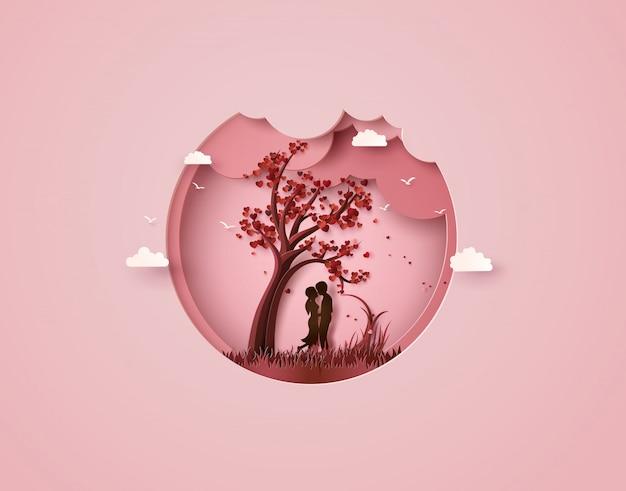 Dos enamorados bajo un árbol de amor