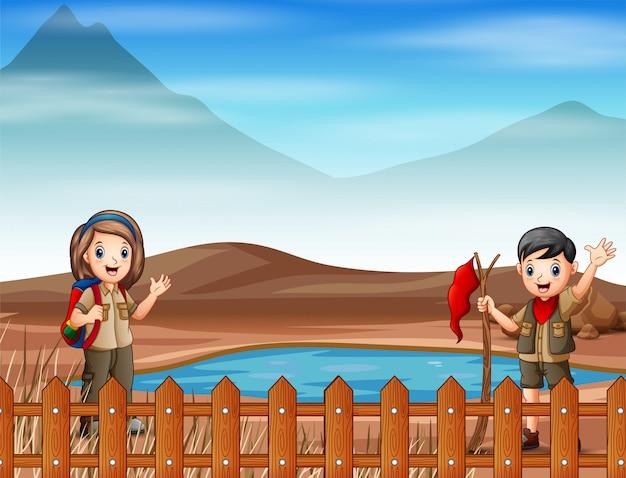 Dos exploradores están explorando en tierra seca