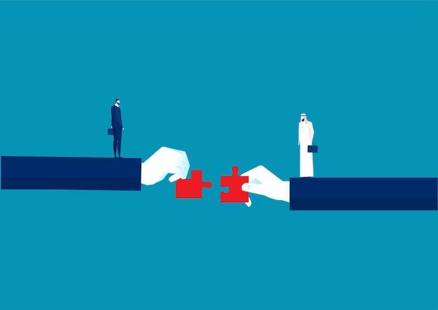 Dos manos de empresario sosteniendo el concepto de inversión de rompecabezas a juego.