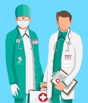 Dos médicos en abrigo con estetoscopio y estuche.