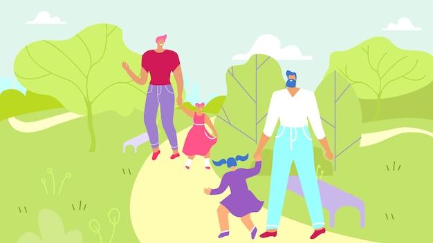 Dos padres caminando con hijas en el parque urbano