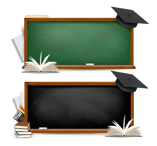Dos pancartas de pizarras con útiles escolares y gorras de graduación. vector