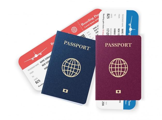 Dos pasaportes con pases de abordar.