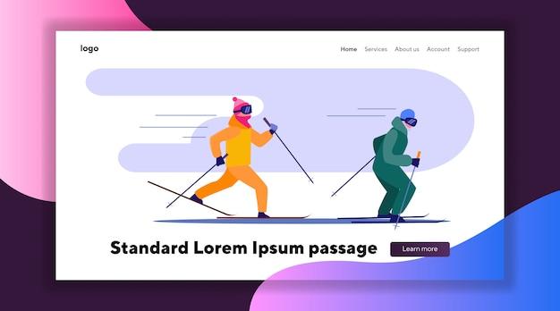 Dos personas esquiando rápido en fila