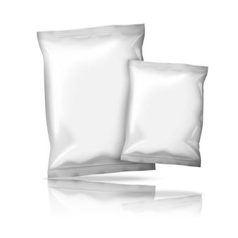 Dos tamaños de paquetes de bocadillos de papel de aluminio blanco realistas en blanco