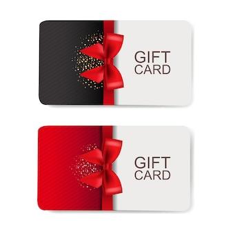 Dos tarjetas regalo conjunto aislado sobre fondo blanco