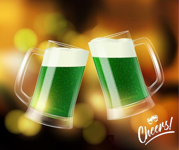 Dos tazas con cerveza verde, vasos que tintinean, símbolo del día de san patricio