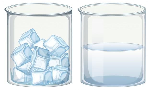 Dos vasos de vidrio llenos de hielo y agua.