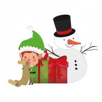 Duende con cajas de regalos y personaje de avatar de muñeco de nieve