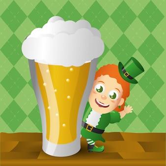 Duende irlandés con cerveza gigante, día de san patricio