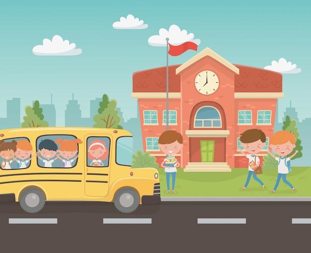 Edificio escolar y bus con niños en la escena.