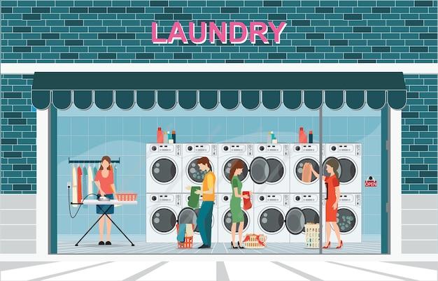 Edificio de lavadero con fila de lavadoras industriales