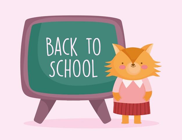 Educación de regreso a la escuela hembra de zorro lindo con pizarra