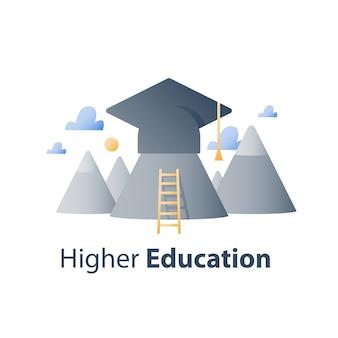 Educación superior, escuela secundaria, curso de formación empresarial, sombrero de graduación y montañas, concepto de beca
