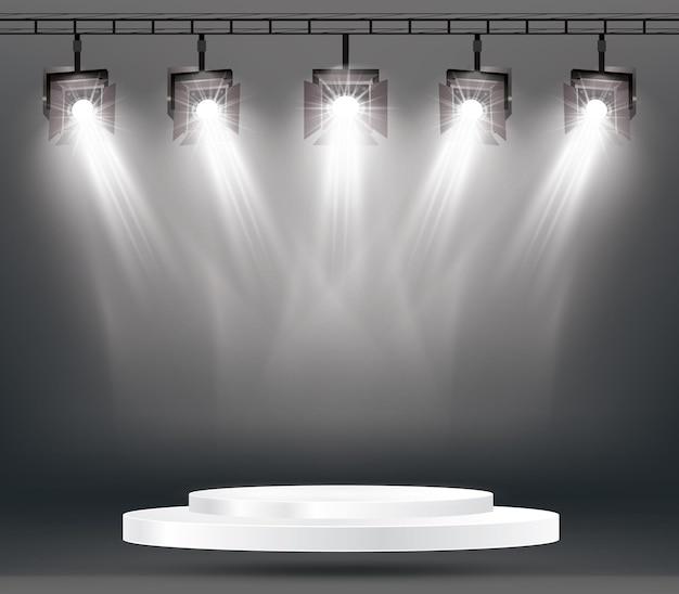 Efectos de iluminación de escenario con focos y podio blanco.