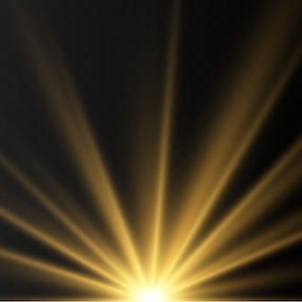 Efectos de luces doradas brillantes aisladas sobre fondo transparente. destello del sol con rayos y reflector. el efecto de resplandor. la estrella estalló en brillo.