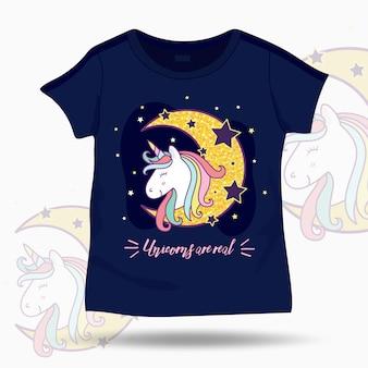 Ejemplo lindo del unicornio en la plantilla de los niños de la camiseta