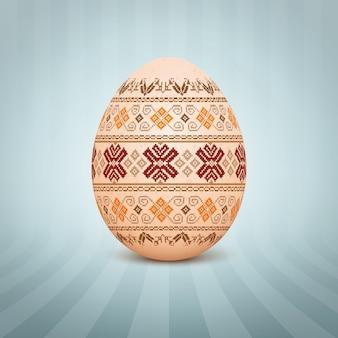 El huevo de pascua con un adorno de patrón folk ucraniano
