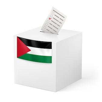 Elección en palestina urna con papeleta de voto sobre fondo blanco.