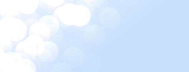 Elegante banner azul cielo con luces bokeh