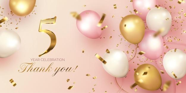 Elegante celebración de aniversario con globos realistas.